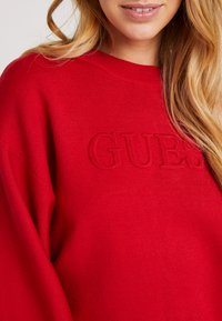 Guess - EMBOSSED LOGO SWEATER - Trui - planet red - 5