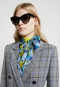 Gucci - Sonnenbrille - black/gold-coloured/grey - 1