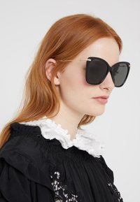 Gucci - Sonnenbrille - black/gold-coloured/grey - 1