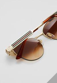 Gucci - Sluneční brýle - ivory/gold-coloured/brown - 4