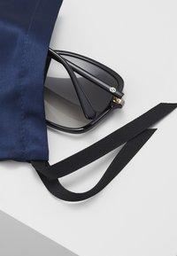 Gucci - Sluneční brýle - black/grey - 4