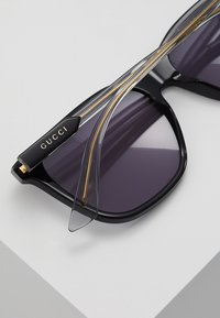 Gucci - Solbriller - black/grey - 5