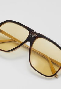 Gucci - Okulary przeciwsłoneczne - havana-orange - 2