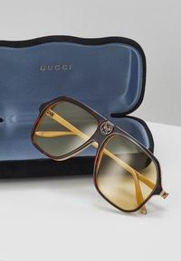 Gucci - Okulary przeciwsłoneczne - havana-orange - 4