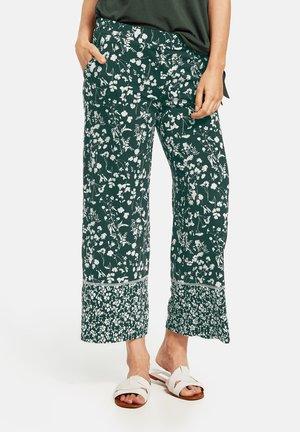MIT MUSTER - Pantalon classique - grün/ecru/weiss druck