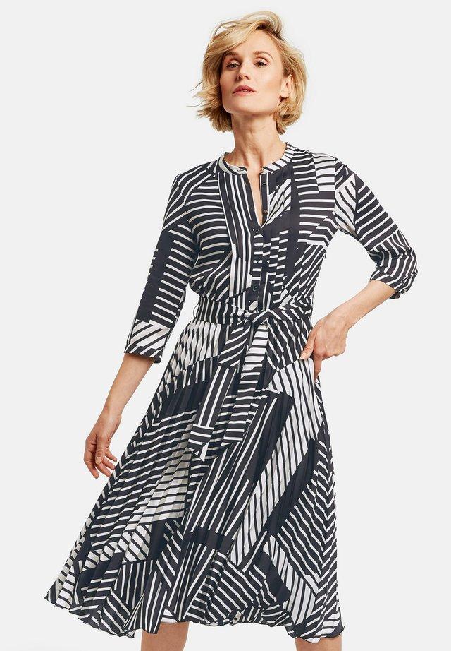 MIT GRAFISCHEM MUSTER - Korte jurk - black/ecru/white