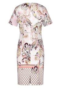 Gerry Weber - KLEID GEWEBE KLEID MIT ALLOVERDESSIN - Korte jurk - pink/tobacco/flamingo print - 5