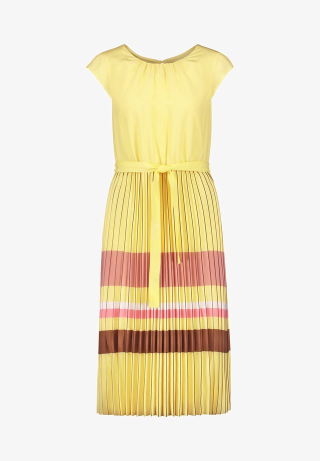 MIT PLISSIERTEM ROCKTEIL - Korte jurk - lemonade