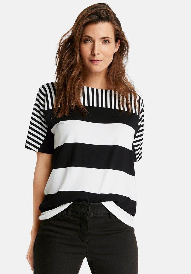 MIT STREIFENMIX - Print T-shirt - black/ecru/white
