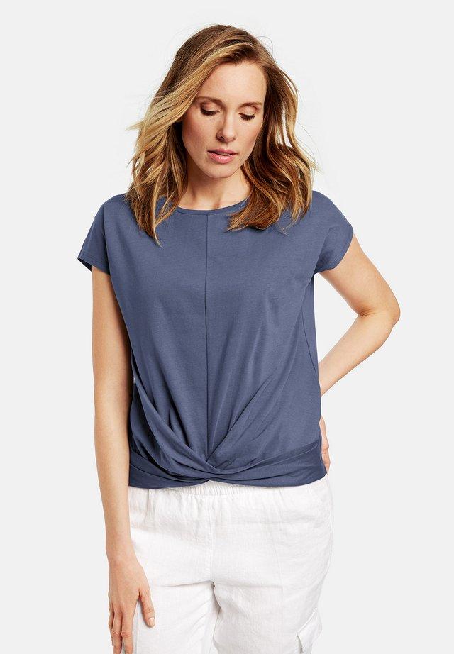 MIT WICKELEFFEKT - Print T-shirt - blue
