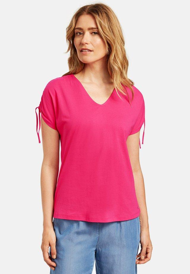 MIT KRÄUSELDETAIL ORGANIC COTT - T-shirt basique - dragonfruit