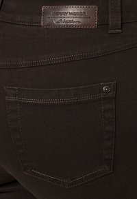 Gerry Weber Edition - ROXY - Straight leg jeans - braun - 6