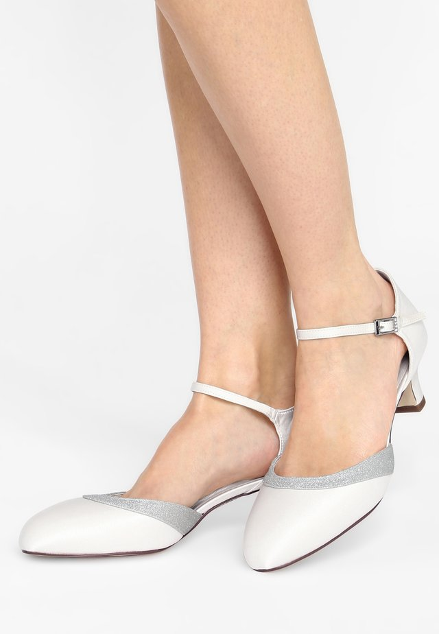 HOLLY - Bridal shoes - ivory