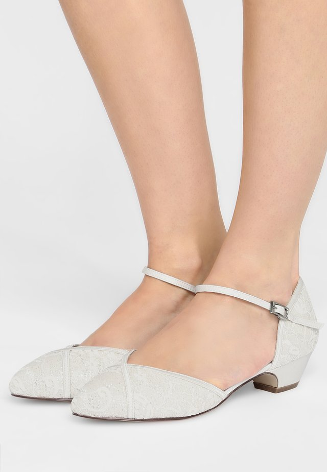 MIRA - Bridal shoes - ivory