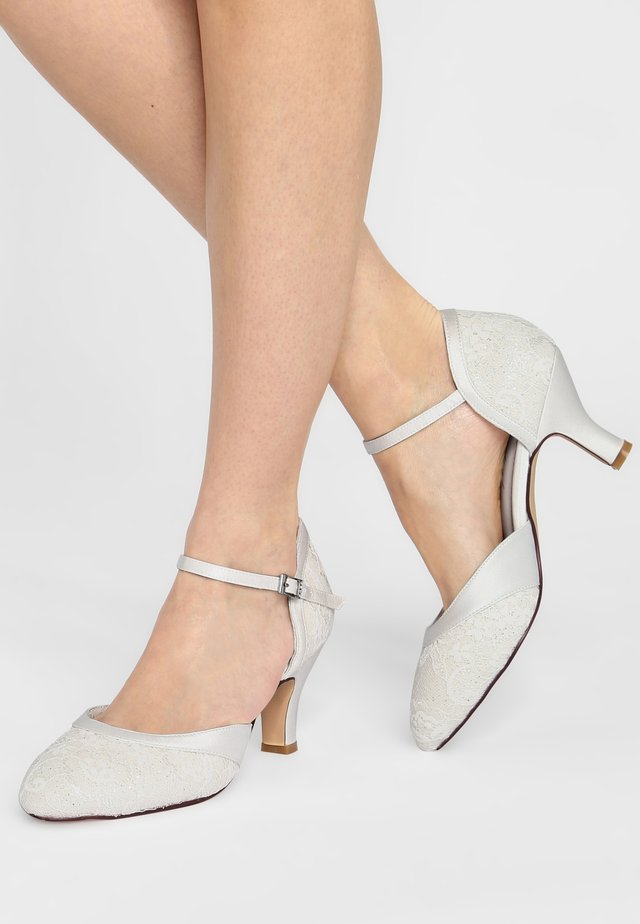 MAGGIE - Bridal shoes - ivory