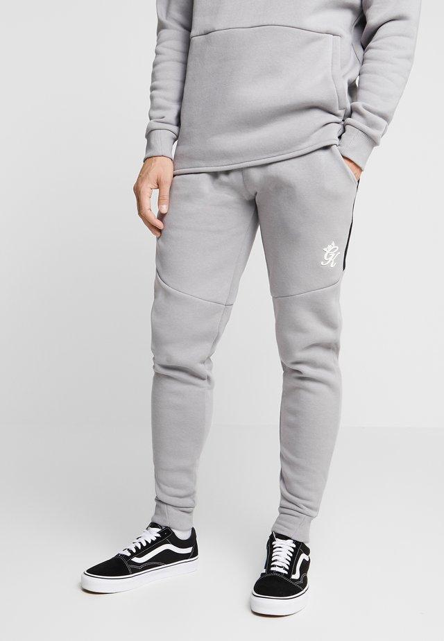 CORE PLUS CONTRAST TRACKSUIT BOTTOMS - Verryttelyhousut - silver grey/dark grey/black