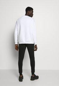 Gym King - BASIS - Spodnie treningowe - black - 2