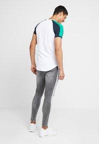 Gym King - LIGHTNING JACK SIDE TAPE - Jeans Skinny Fit - grey - 2