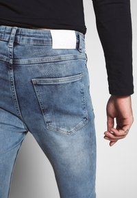 Gym King - WITH KNEE RIPS - Jeans Skinny Fit - light blue - 3