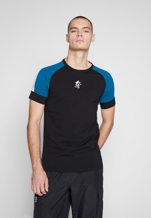 CORE PLUS IN BLUE CONTRAST - T-shirt imprimé - black/ink blue