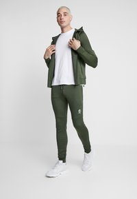 Gym King - CORE PLUS TRACKSUIT TOP - Trainingsvest - forest/stone - 1