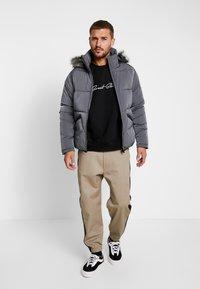 Gym King - MAGELLAN SHORT  - Zimní bunda - steel - 1