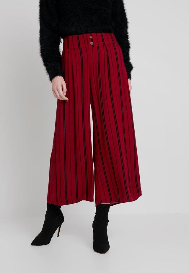 PAPER BAG WAIST WIDE LEG PANT - Pantalones - red