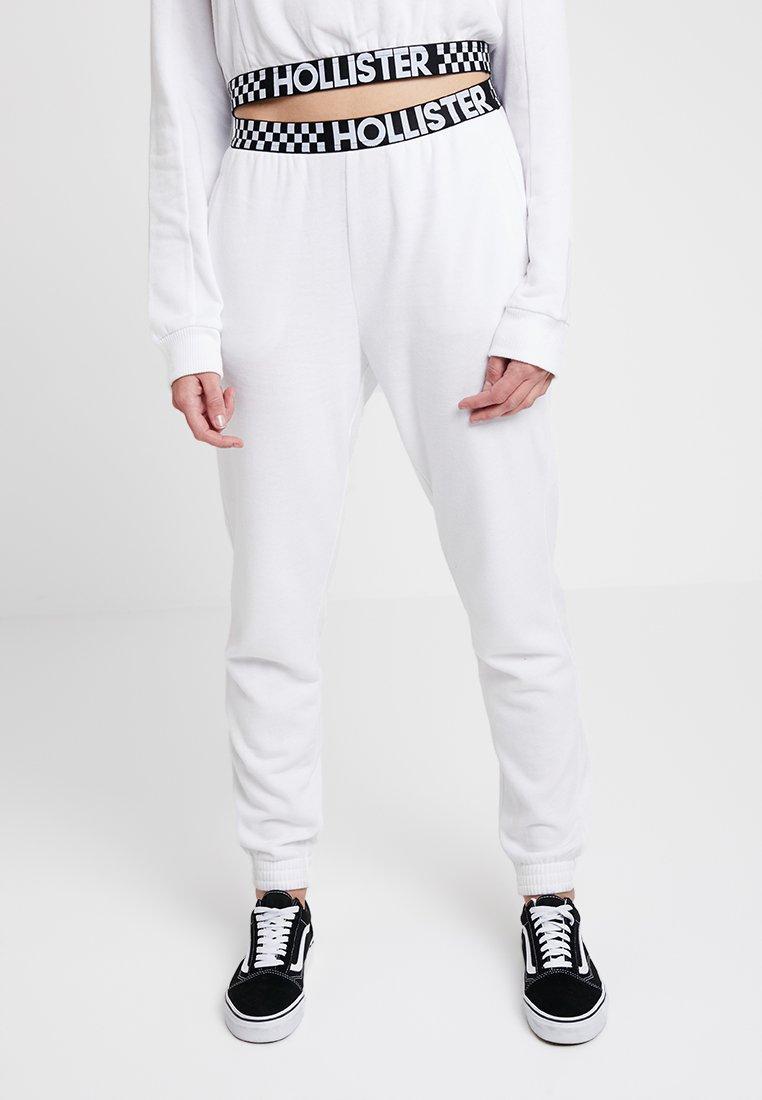 Hollister Co. - HIGH RISE JOGGER WITH LOGO ELASTIC BAND - Pantalon de survêtement - white