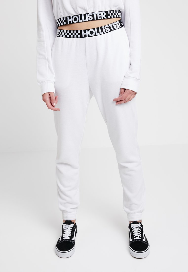 Hollister Co. - HIGH RISE JOGGER WITH LOGO ELASTIC BAND - Pantalones deportivos - white