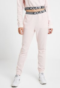 Hollister Co. - HIGH RISE JOGGER WITH LOGO ELASTIC BAND - Pantalones deportivos - pink - 0