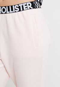 Hollister Co. - HIGH RISE JOGGER WITH LOGO ELASTIC BAND - Pantalones deportivos - pink - 5