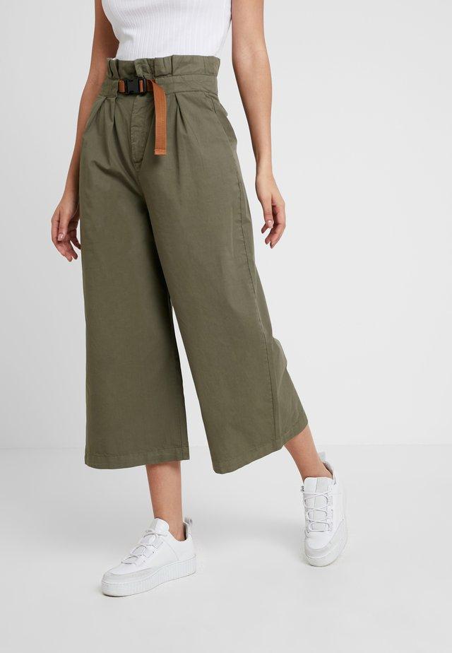 CITY PAPERBAG PANT - Pantalones - olive