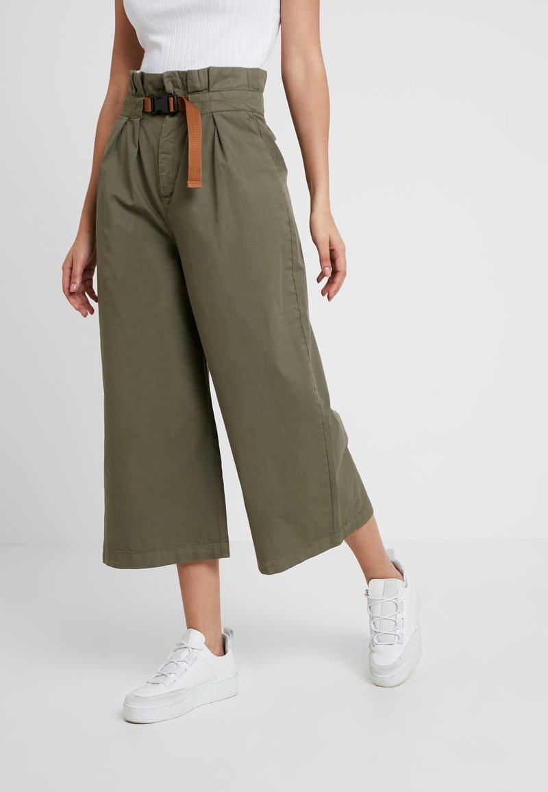 Hollister Co. - CITY PAPERBAG PANT - Pantalon classique - olive