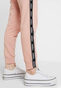Hollister Co. - Pantalon de survêtement - pink - 4