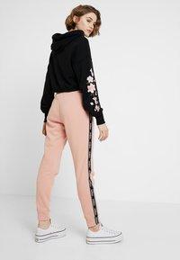 Hollister Co. - Pantalon de survêtement - pink - 2