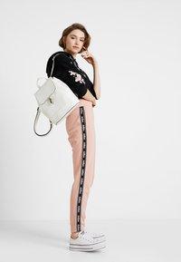 Hollister Co. - Pantalon de survêtement - pink - 1