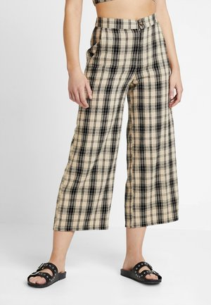 ULTRA HIGH RISE WIDE LEG PANT - Trousers - brown