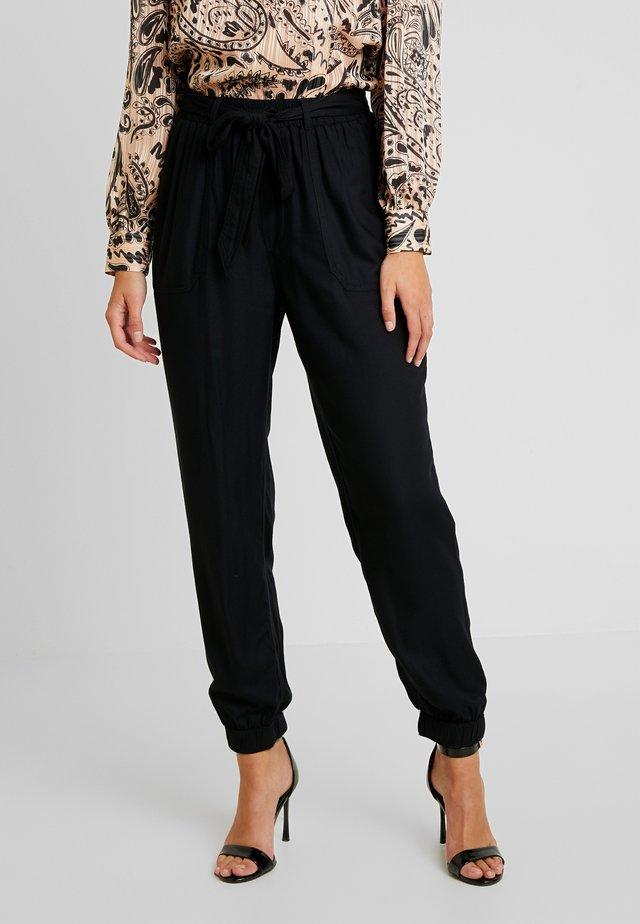 ULTRA HIGH RISE JOGGER - Pantalones - black