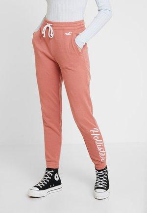 LOGO JOGGER - Pantalon de survêtement - canyon rose