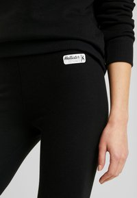 Hollister Co. - SPORTY LOGO FLEGGING - Legíny - black - 5