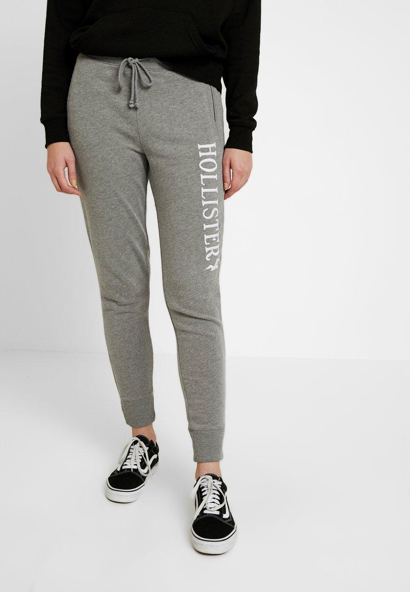 Hollister Co. - LOGO JOGGER - Spodnie treningowe - streaky grey