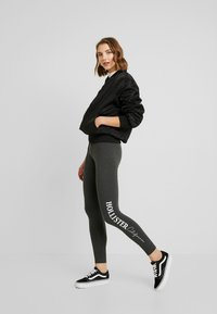 Hollister Co. - LOGO FLEGGING - Pantalon de survêtement - dark grey - 1