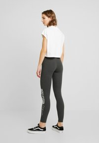 Hollister Co. - LOGO FLEGGING - Pantalon de survêtement - dark grey - 2