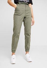 Hollister Co. - JOGGER TRIM - Kalhoty - olive - 0