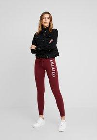 Hollister Co. - TIMELESS FLEGGING - Teplákové kalhoty - bordeaux - 2