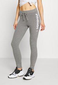 Hollister Co. - LOGO FLEGGING - Teplákové kalhoty - grey - 0