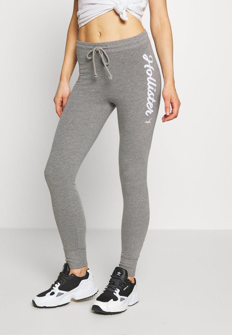 Hollister Co. - LOGO FLEGGING - Teplákové kalhoty - grey