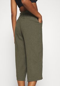 Hollister Co. - WIDE LEG  - Pantaloni - olive - 3