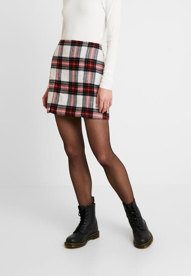 DOUBLE SLIT - Minifalda - red