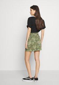 Hollister Co. - UHR CAMO TWILL TIE WAIST - Minifalda - olive camo - 2